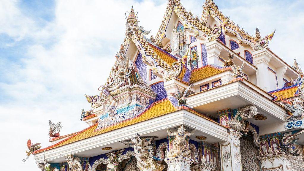 David Beckham-Pahlawan Super Jadi Dewa di Kuil Thailand Ini?