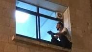 Aksi Pilu Anak Panjat Dinding RS Untuk Awasi Ibunya yang Positif Corona