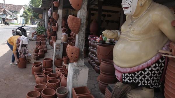 Secara bertahap, Yogyakarta siap membuka kembali kunjungan wisata dengan segala potensi wisata sejarah, budaya dan keindahan bentang alamnya. Semua itu untuk tetap menggerakkan roda perekonomian masyarakat.