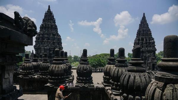 Menurut data Dinas Pariwisata Daerah Istimewa Yogyakarta, kunjungan wisatawan mancanegara pada bulan April 2020 di masa pandemi COVID-19 0 orang, atau turun 100 persen bila dibandingkan periode yang sama tahun lalu yang mencapai 19.605 orang.