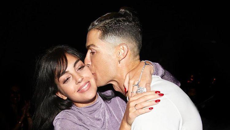 Pose Cantik Pacar Cristiano Ronaldo, Georgina Rodriguez