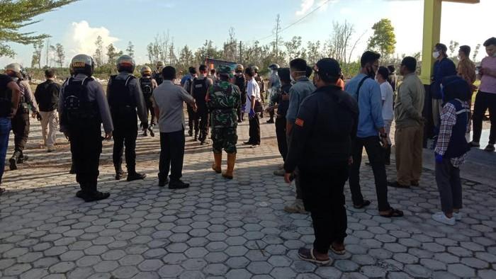 Keluarga Pasien Pukuli Relawan Pemakaman COVID-19 di Palangka Raya.