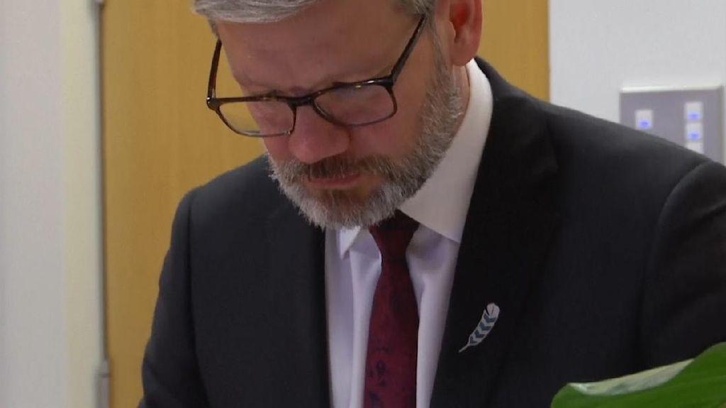 Ketahuan Selingkuh, Menteri Selandia Baru Dipecat