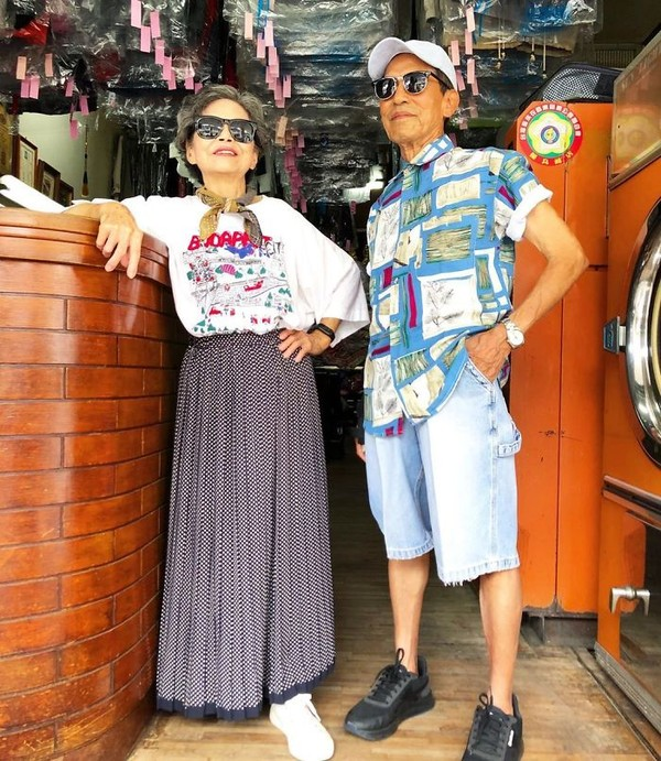 Pasangan lansia ini bernama Wan Ji yang berusia 83 tahun dan istrinya, Xiue yang berusia 84 tahun. (wantshowasyoung/Instagram)