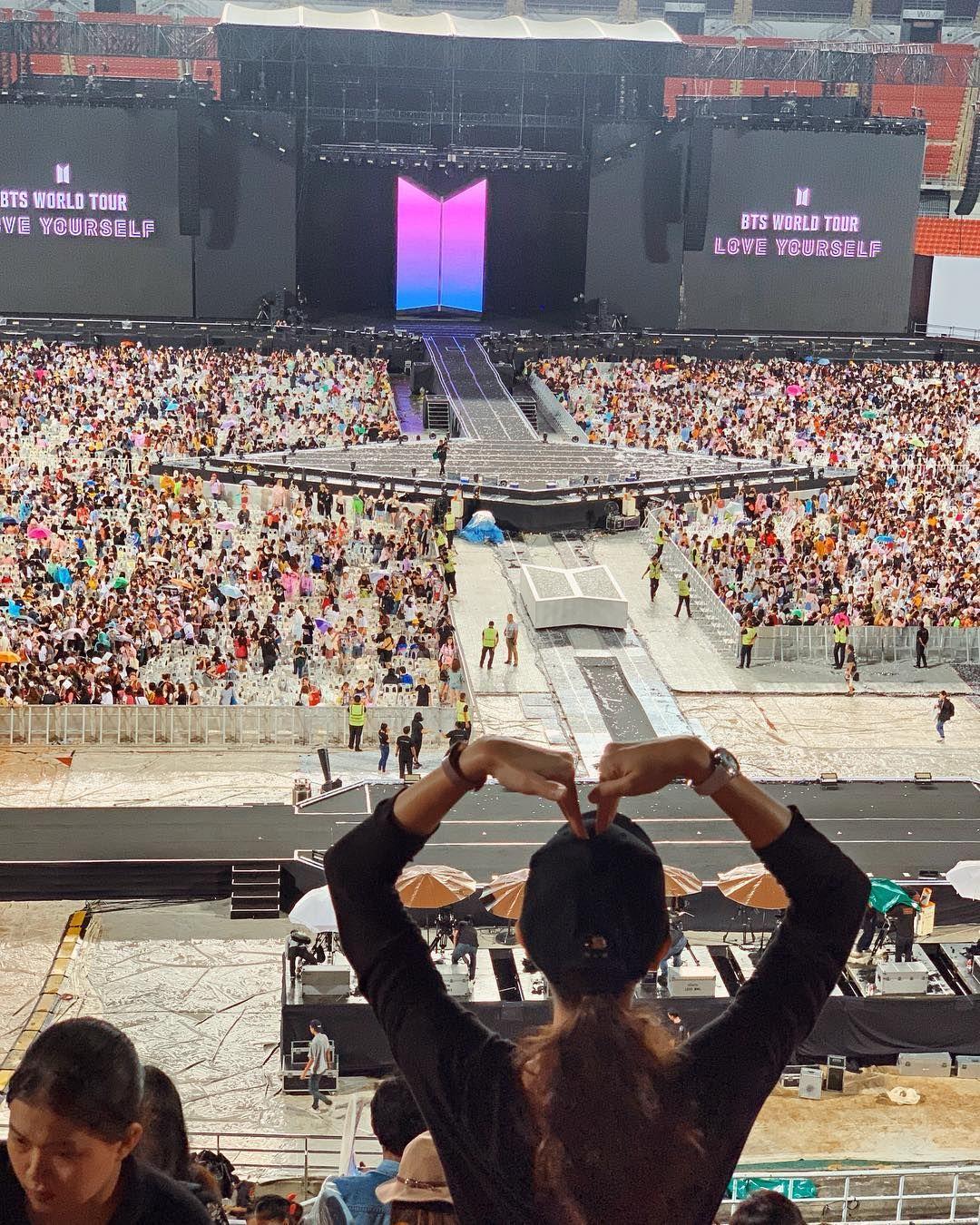 Luna Maya yang Akan Jadi Host Acara BTS