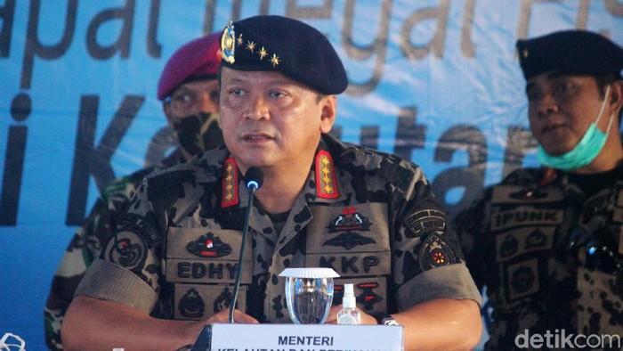 Menteri KKP Edhy Prabowo memberikan penjelasan mengenai penangkapan kapal asing pencuri ikan di Laut Natuna Utara. Efhy mengenakan seragam loreng berbaret bintang 4.