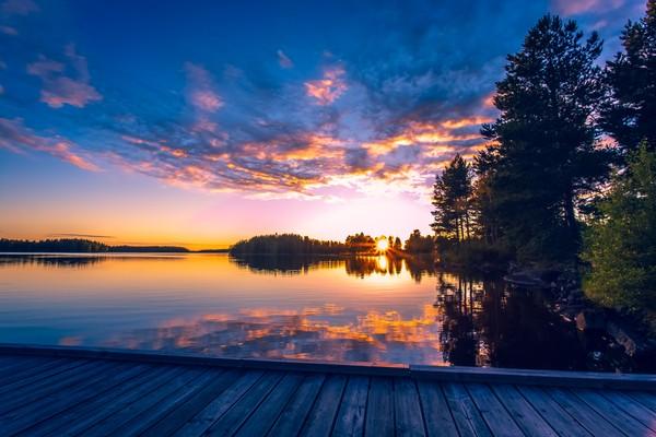 The Land of Midnight Sun adalah julukan dari Finlandia. Finlandia mengalami terang selama 24 jam untuk waktu 2 bulan. (Getty Images/iStockphoto/Ville Heikkinen)