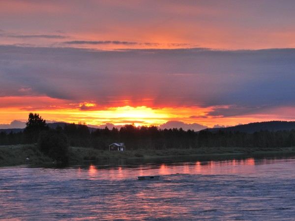 Swedia punya tempat favorit untuk menikmati Midnight Sun, Taman Nasional Abisko Lapland. (Getty Images/iStockphoto/RolfAasa)