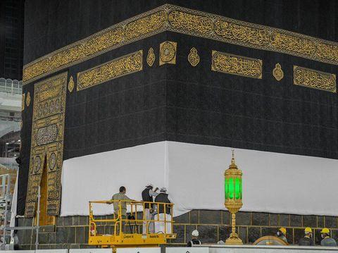 Pengangkatan Kiswah Ka'bah