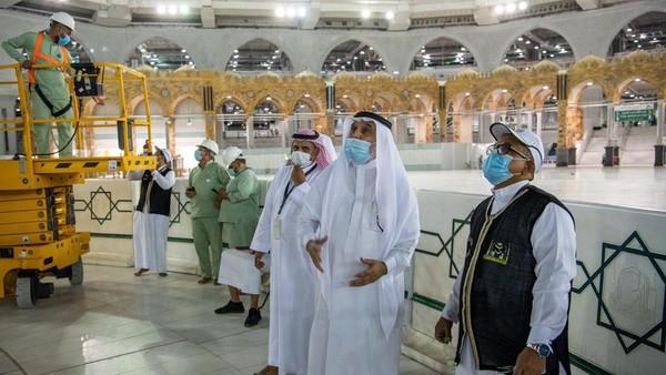 Kegiatan ini didampingi oleh imam besar Masjidil Haram dan Masjid Nabawi, Dr Abdul Rahman Al Sudais. (Reasah Alharamain/Twitter)