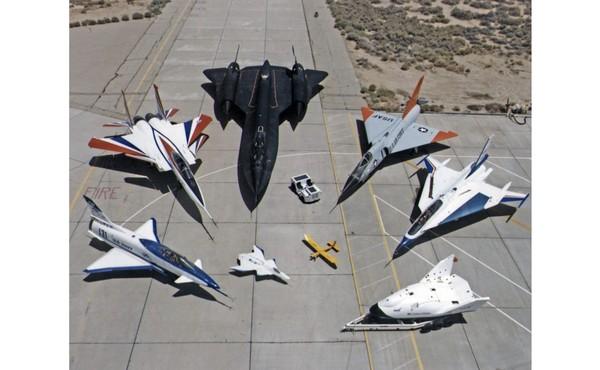 Turunan terakhir dari A-12 adalah pesawat dengan kokpit kembar dan kapasitas bahan bakar yang lebih besar, disebut SR-71 untuk pengintaian strategis. Pesawat ini pertama kali terbang pada 22 Desember 1964. Pesawat ini digunakan dalam misi-misi intelijen Angkatan Udara AS selama lebih dari 30 tahun. Total 32 pesawat dibangun, dan total anggota keluarga Blackbird menjadi 50 buah.