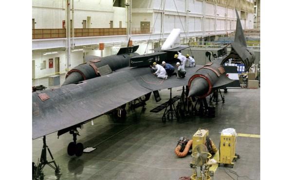 Blackbird adalah pesawat yang rumit untuk dioperasikan. Butuh sekompi pasukan untuk menyiapkan penerbangannya.