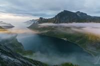 Pulau Senja punya pemandangan alam yang dramatis. (Getty Images/iStockphoto)
