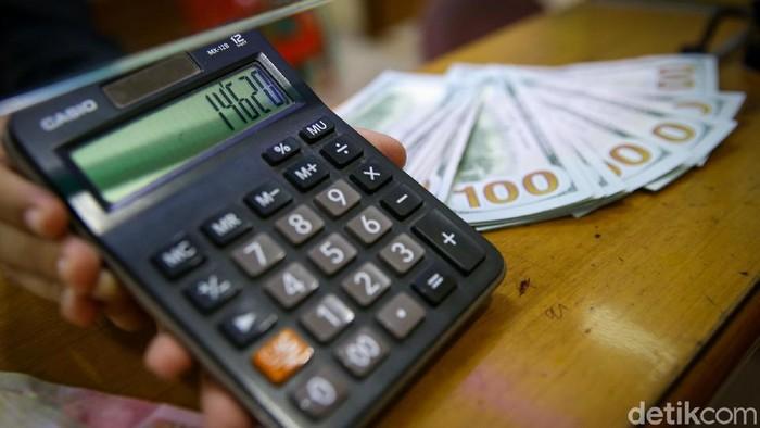 Melanjutkan tren positif sejak Selasa kemarin, nilai tukar rupiah menguat melawan dolar AS.