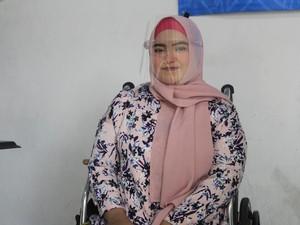 Kisah Inspiratif Perias Berkursi Roda dari Bandung, Rela Ngesot Demi Dandani Klien