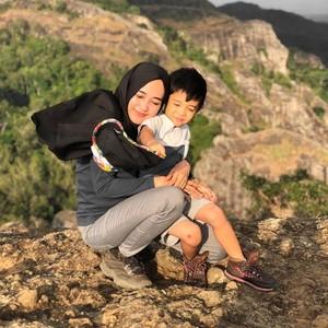 Viral Kisah Suami Tinggalkan Anak - Istri Demi Traveling Keliling Indonesia