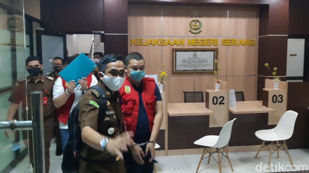 Kejari Serang Tahan Mantan Dirut BUMD Pemprov Banten
