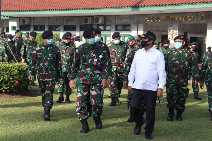 Kementrian Pertahanan (Kemhan) menyiapkan Sumber Daya Manusia (SDM) unggul melalui Universitas Pertahanan (Unhan) untuk membangun kekuatan nirmiliter dan menjaga kedaulatan bangsa di masa depan.