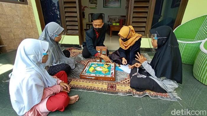 Mahasiswa ini ajarkan matematika lewat permainan monopoli