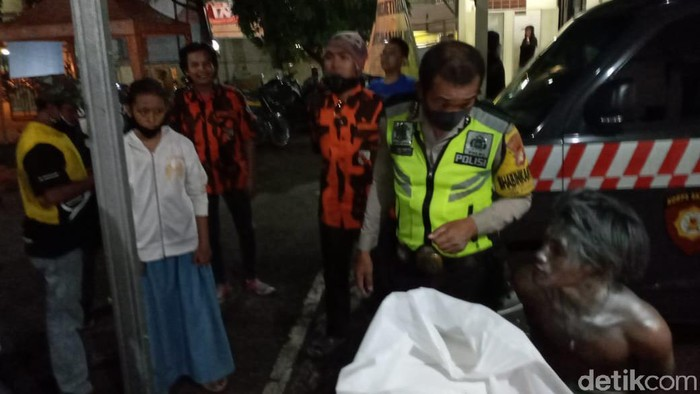 Manusia silver di Bekasi ditangkap usai dikira hendak mencuri motor