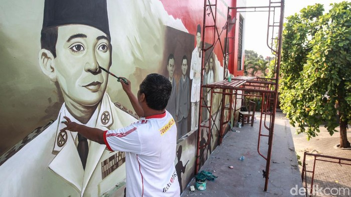Menyambut HUT kemerdekaan RI pada bulan Agustus mendatang, warga di Pondok Aren, Tangerang, membuat kreasi mural bertemakan kebangsaan. Yuk, intip foto-fotonya!