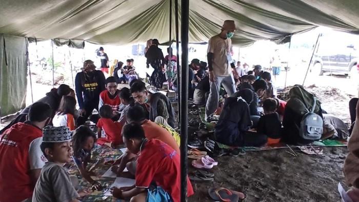 Peringatan Hari Anak Nasional di tenda pengungsian korban banjir bandang Luwu Utara
