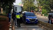 Kena Operasi Patuh Jaya, ASN Masuk Busway Melawan Polisi Saat Ditilang