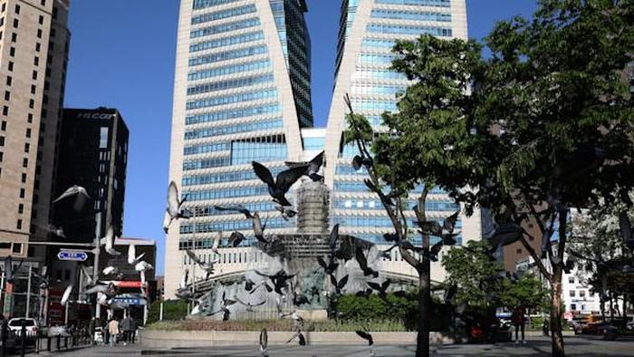 Ekonomi Korea Selatan jatuh ke dalam resesi pada kuartal II tahun ini. Penurunan ekspor imbas pembatasan sosial disebut sebagai salah satu pemicu resesi itu.