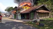 Rumah Merangkap Bengkel Motor-Servis TV Terbakar di Sukabumi