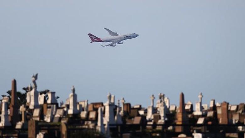 Pesawat Boeing 747 milik Qantas Airways resmi dipensiunkan. Pesawat jumbo jet itu diketahui telah terbang bersama maskapai  Australia ini selama 49 tahun.