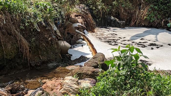 Sungai di Bandung Barat tercemar air lindi dari TPA Sarimukti