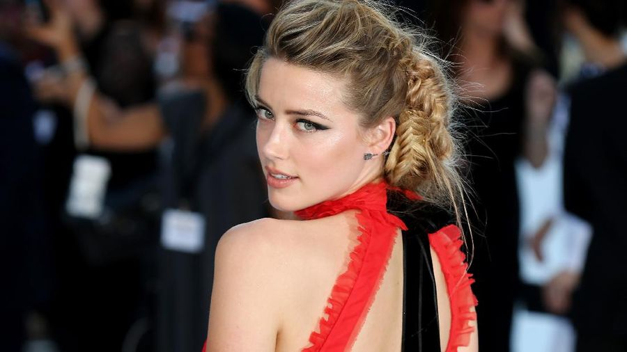 LONDON, UNITED KINGDOM - NOVEMBER 03: Amber Heard attends The UK Premiere of The Rum Diary at  on November 3, 2011 in London, England. (Photo by Stuart Wilson/Getty Images)
