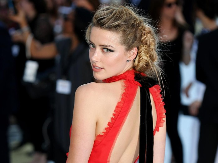 LONDON, ENGLAND - JUNE 30:  Actress Amber Heard attends the European Premiere of Magic Mike XXL at Vue West End on June 30, 2015 in London, England.  (Photo by Tim P. Whitby/Getty Images)