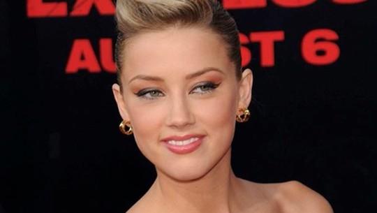 Inikah Penampilan Amber Heard yang Bikin Johnny Depp Sempat Jatuh Hati?