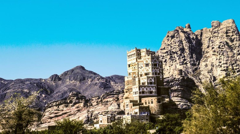 The house tower of Dar al Hajar at Wadi Dhahr on Yemen, Unesco world heritage