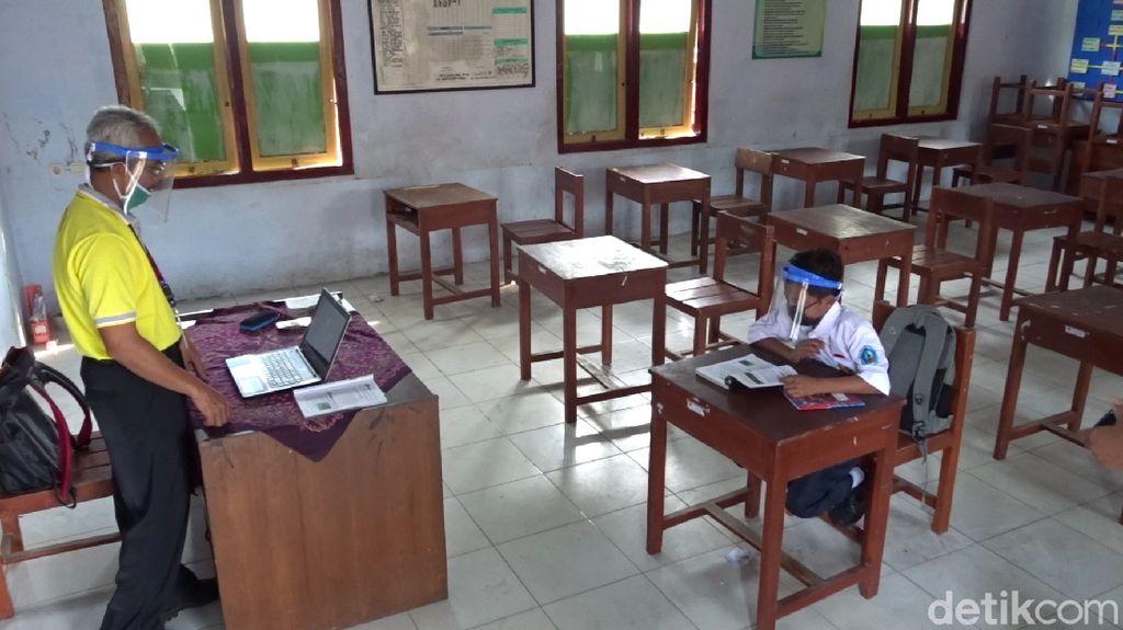 Semangat Dimas Sekolah Sendirian Demi Menggapai Cita-cita