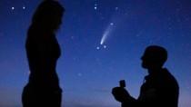 Viral Pasangan Tunangan di Bawah Bintang Jatuh yang Muncul 6.800 Tahun Sekali