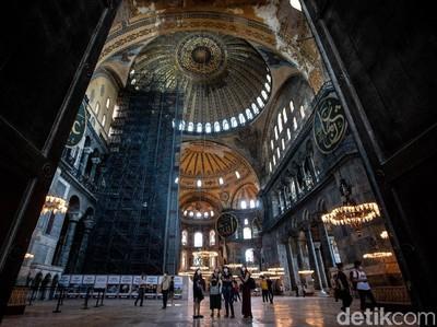Turki Tunjuk 3 Imam Hagia Sophia