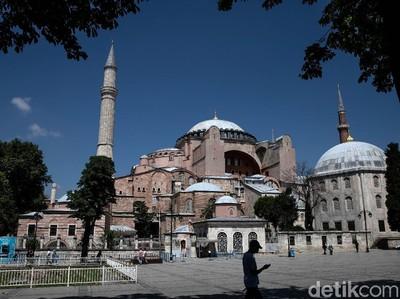 Sholat Jumat di Hagia Sophia: Dihadiri 1.000 Jamaah dan Erdogan