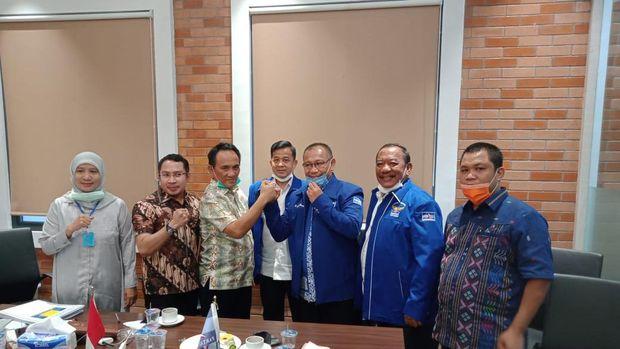 Ketua Bappilu Demokrat, Andi Arief, bersama Akhyar Nasution (dok. Istimewa)