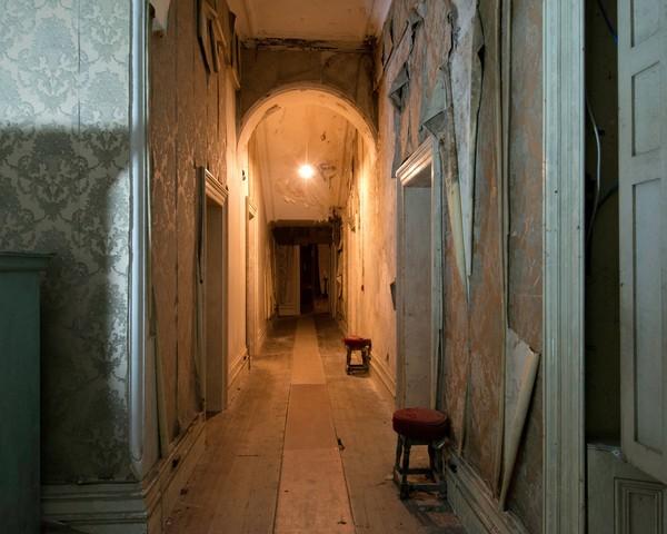 Rumah besar dengan jumlah kamar 22 ini siap untuk dijual. Dilaporkan bahwa rumah besar yang berada di Semenanjung Hook di Wexford telah melakukan pengusiran hantu. (Loftus Hall)