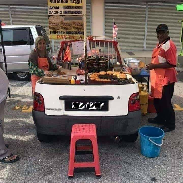 Penjual Martabak Ubah Mobil Mini Jadi Food Truck Untuk Jualan