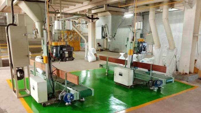 Perusahaan Umum Perikanan Indonesia (Perum Perindo) resmi mengoperasikan pabrik pakan ikan dan udang di Subang, Jawa Barat. Pabrik ini merupakan pabrik pakan ikan dan udang pertama milik negara (BUMN), dimana sebelumnya pabrik pakan di Indonesia didominasi oleh perusahaan swasta.