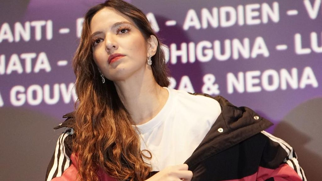 Netizen Salfok dengan Celana Asisten Nia Ramadhani