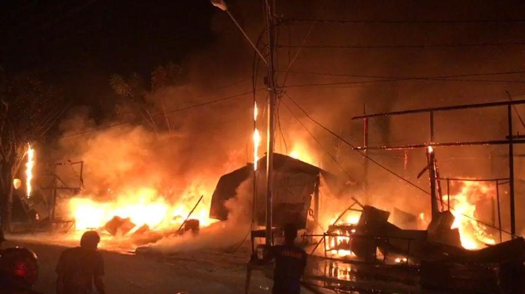 Video Rumah hingga Kios di Palu Dilalap Si Jago Merah