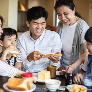 Buat Sandwich Generation yang Menanggung Orangtua, Ini Efeknya Pada Hidupmu