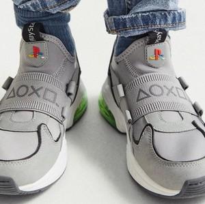 Zara Merilis Sneakers yang Terinspirasi dari Playstation