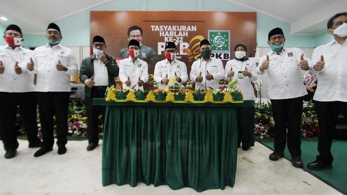 Ketua Umum Partai Kebangkitan Bangsa (PKB) Muhaimin Iskandar tertawa pada acara Tasyakuran Harlah ke-22 PKB di Kantor DPP PKB, Jakarta, Kamis (23/7/2020) malam. Harlah ke-22 PKB tersebut mengangkat tema Aksi Melayani Indonesia. Foto Dok PKB.