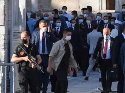 Jelang Sholat Jumat, Erdogan Baca Al Quran di Hagia Sophia