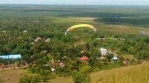 Asyiknya Main Paralayang di Bukit Timah Kalsel